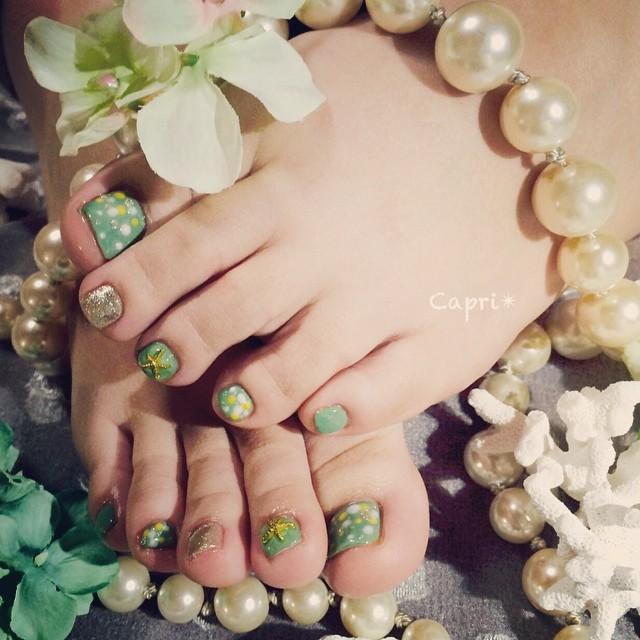 Green nail。グリーンが大好きなお客様に。ハワイの緑をイメージしたら、裸足で歩きたい気分に。若々しいcuteな仕上がりです。