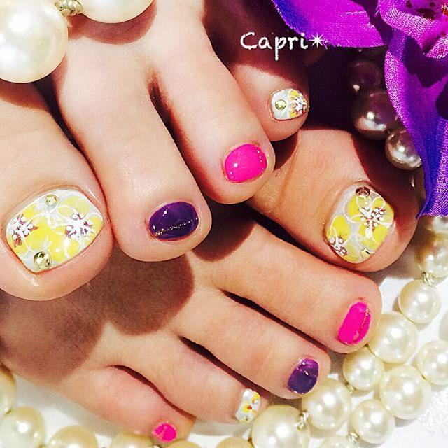 sexy nail。今日のネイルは、purpleを入れてsexyに。爽やかなお花artがバランスよくポイントになっていますyellowとpurpleの補色関係で目を引く色合わせ。