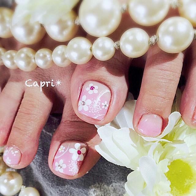 スウィートネイル。プリプリ可愛い女子のご希望は、フリルな服に合いそうなネイルpinkベースに小花を描いて