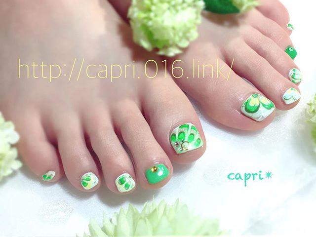 Green nail・アクティブなイメージで五月の爽やかさをデザインしました・Greenは新しいことの始まり。・この春からも色々なことに挑戦します(*^o^*)・http://capri.016.link/#capri#唐津nail#爽やかさに始まるネイル