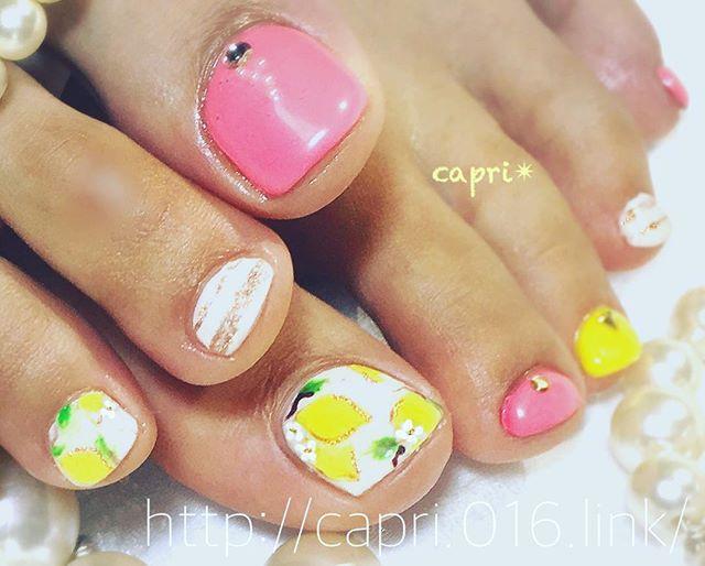 lemon🍋nail・レモンの実と花art。・爽やかーー・この夏アクティブに過ごしたい方に♀️・足元のケアも只今、人気上昇です!・http://capri.016.link/#capri #唐津ネイル #唐津マツエク #レモンのネイルって新鮮!