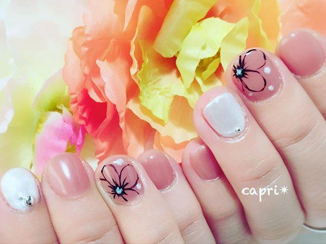 秋 nail・そろそろcolorも変わって落ち着いたデザインに・さりげなくラインart。大人styleです(о´∀`о)・http://capri.016.link/#唐津ネイル #nail #秋ネイル#capri #大人デザイン