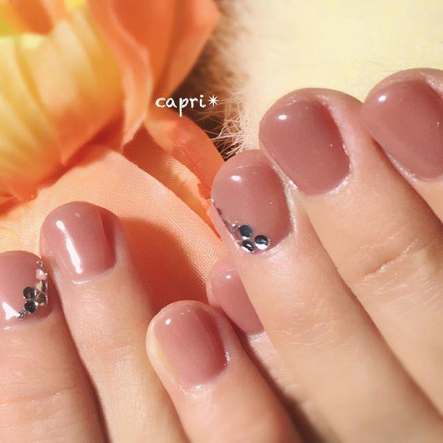 短い爪もケアをしっかりすればツヤツヤに・ヌーディcolorで大人女子。さりげなさがgood♡♡http://capri.016.link/#唐津ネイル #capri #ヌーディネイル #大人nail
